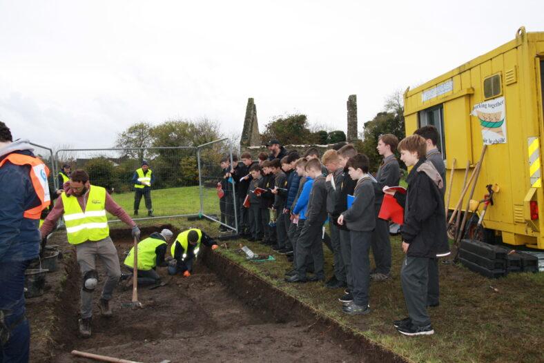 Local schoolchildren visit the dig | Image by Ejvind Mogensen
