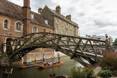 Queen's College, Cambridge - Mathematical Bridge | By Rafa Esteve, licensed under Wikimedia Commons CC BY-SA 4.0