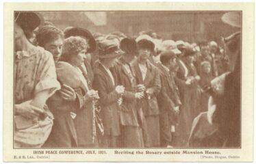 Reciting the Rosary outside Mansion House, July 1921 (Barton Collection, WLAA/PP1) | Wicklow County Archives