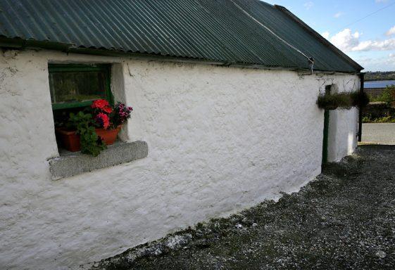 Ballyknockan (Bhuaile an Chnocáin) Village