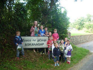 Children at Askanagap sign | The Askanagap Community Development Association