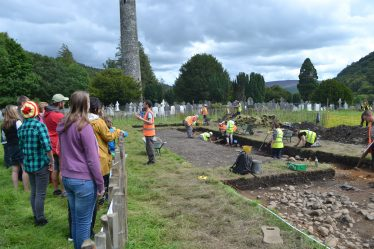 Public guided tours of the excavations were carried out by Dr. Graeme Warren for Heritage Week 2015 | D. Burns
