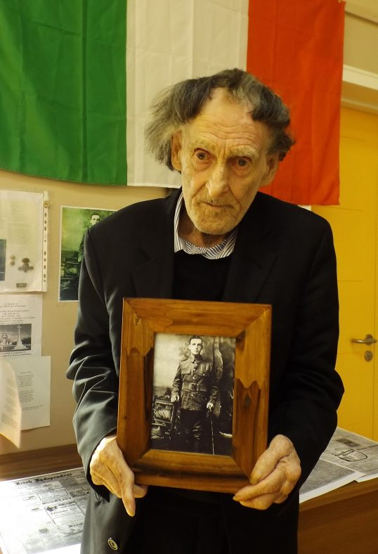 Presentation to Peter Kennedy Whose Uncle Had Fought in WWI with the Royal Dublin Fusiliers | Ben Fagan