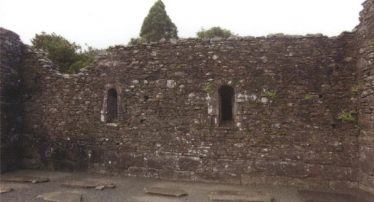 Inner face of the south wall of the Cathedral nave, showing the large blocks at the base of the wall | Courtesy of Con Manning, Archaeology Ireland and Wordwell Publishing